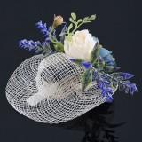 Hårklämma sommarhatt med rosor och lavendel