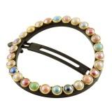 Cirkelspänne med blandfärgade pärlor