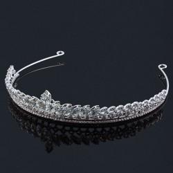 Tiara vitguldspläterad med kristaller och strass