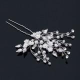Hårnål vita blommor med pärlor och stenar